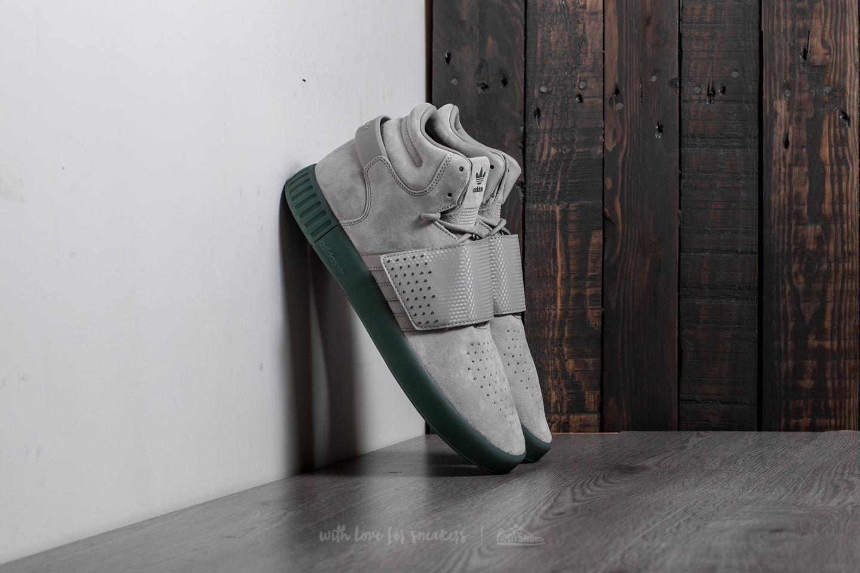 Adidas tubular invasor Correa Sesame / sesame / rastro verde en una gran