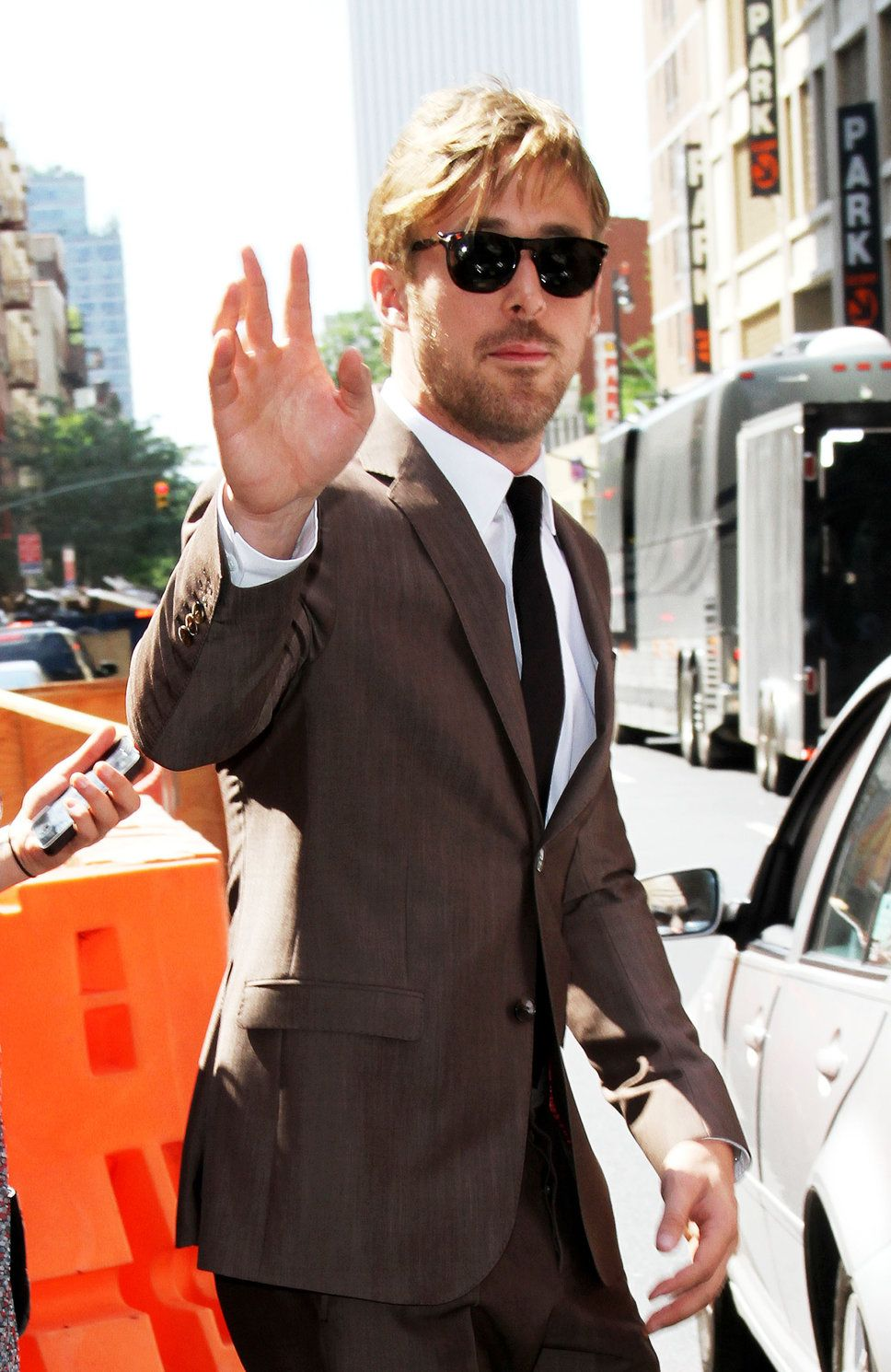 Ryan Gosling in Gucci makes a brown suit look amazing. | Dapper ...
