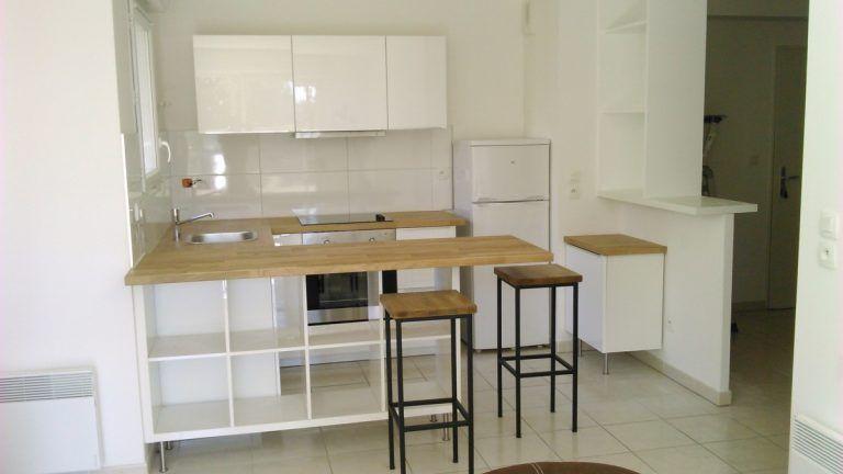 Transformer une étagère IKEA en un îlot de cuisine! 20 exemples - fixation meuble haut cuisine ikea