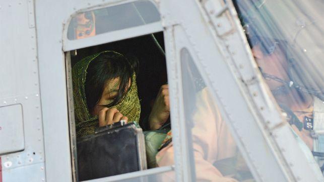 Flucht im Helikopter: Nach drei Wochen Haft wird das 14-jährige Mädchen von der pakistanischen Armee ausgeflogen.