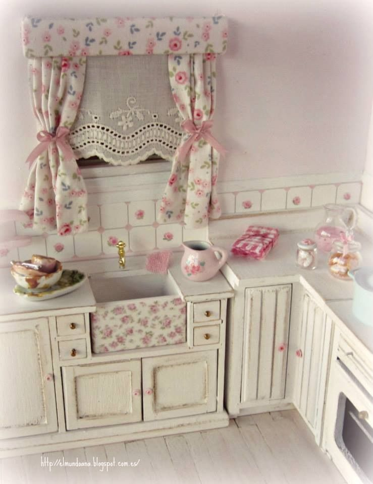 Shabby chic kitchen  yeah its a dollhouse  Toallas