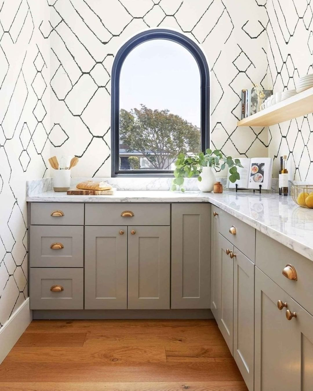 Lulu And Georgia On Instagram Wallpaper In The Kitchen Is Always A Good Idea In 2020 Moroccan Wallpaper Kitchen Wallpaper Moroccan Kitchen