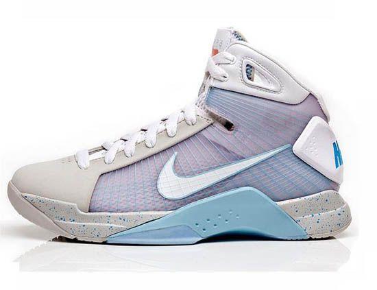 brand new 02867 394fb Nike Air Max Tavas want these Burgundy