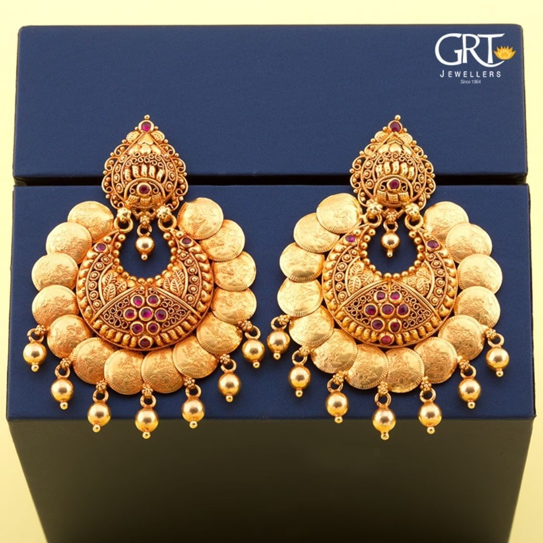 Grtjewellers On Instagram Match Your Kasu Mala With This Shimmering Chandbalis An In 2020 Gold Earrings Designs Jewelry Design Earrings Gold Jewelry Simple Necklace