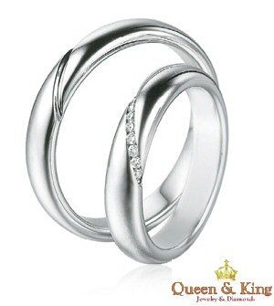 unique his and her matching wedding bands the wedding specialiststhe wedding specialists