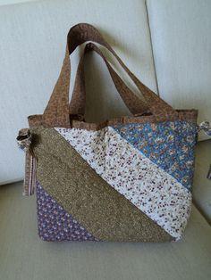 Retalho e Cor  Uma bolsa em patchwork!  f2e2c09f9b6