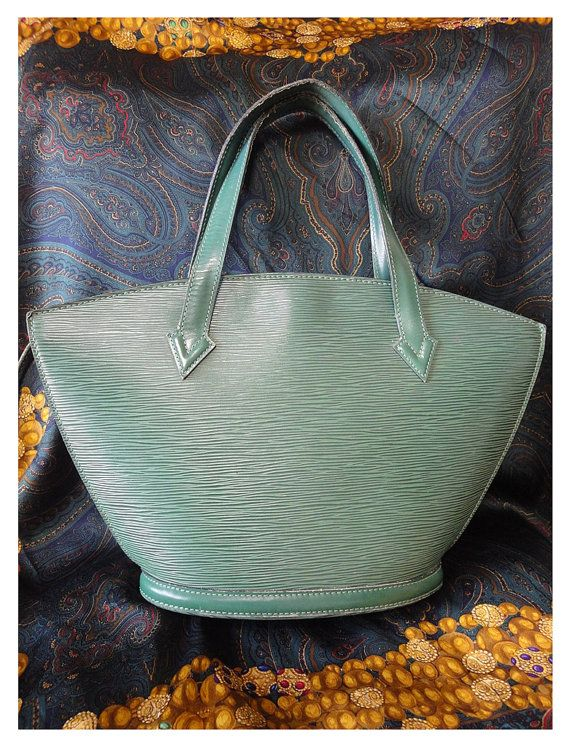 Louis Vuitton Vintage Louis Vuitton Green Epi Tote Bag In V Shaped Triangle. Perfect Vintage x6mFUq8