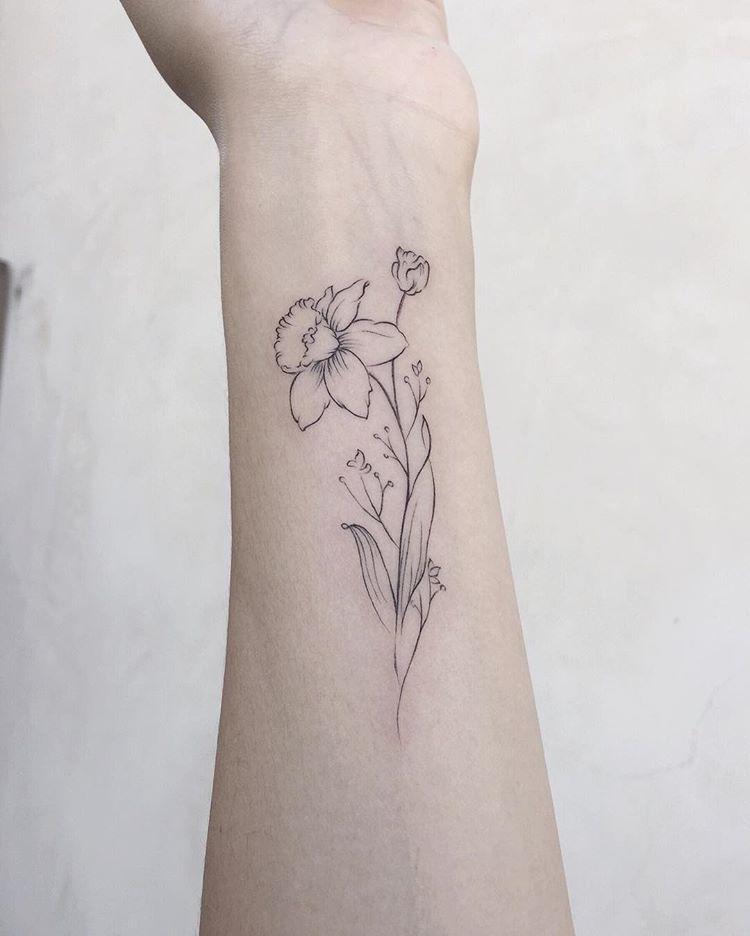 Singleneedle Singleneedletattoo Flower Flowers Flowertattoo Flowertattoos Narcissus Narcissust Birth Flower Tattoos Violet Flower Tattoos Violet Tattoo
