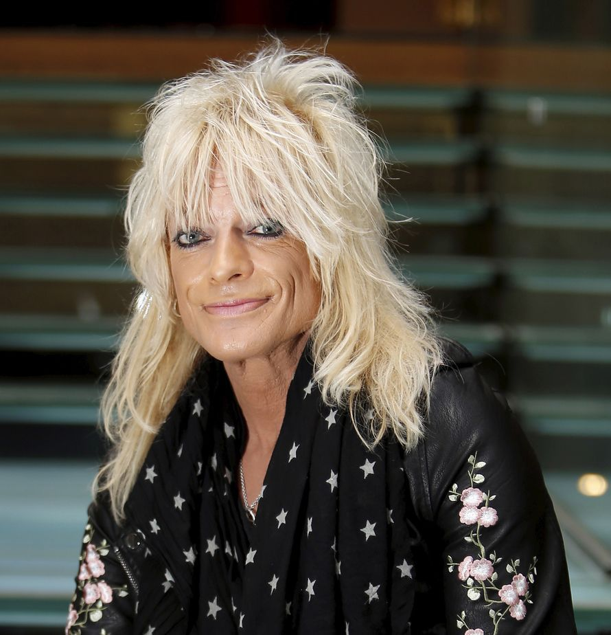 Brunettes should also be copied by Michael Monroe's hair model.  Photo: Seppo Solmela