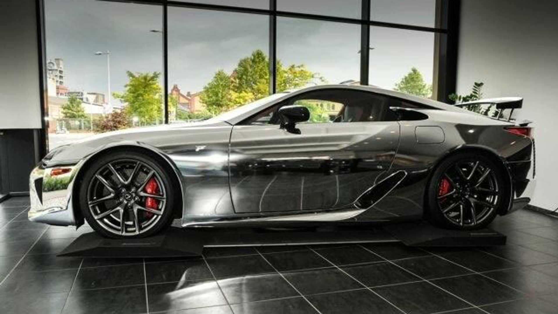 Mobil Sport Lexus Lfa Tampil Menawan Seluruh Bodi Berbalut Chrome Lexus Lfa Mobil Sport Kabin