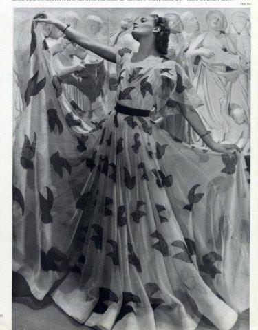Estampados y maxi faldas vaporosas, en los 30 y en 2013 ;)  Madeleine Vionnet 1937 Man Ray