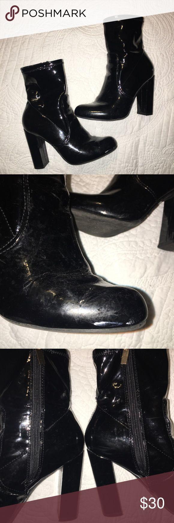 #Black #Bootie #gold #heel #Perfect #Rainboot #Rainy Day Outfit comfy #shiny #Zipper Rainboot Heel Bootie- 6.5 Used shiny black with gold zipper rainboot. Perfect to...        Rainboot Heel Bootie- 6.5ゴールドのジッパーを備えた光沢のある黒のレインブーツ。雨の日の服装に最適です!一日中快適に着こなせます。小さな摩耗傷ローラシューティークシューズアンクルブーツ&ブーティ #rainydayoutfitforwork