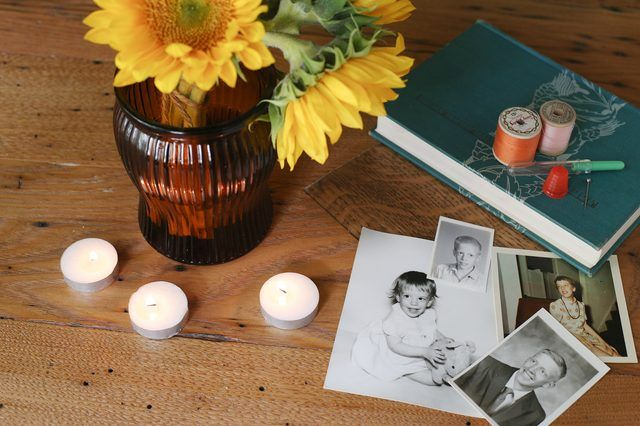 Decorating a Memorial Table
