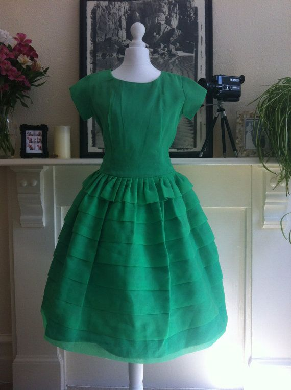 Vintage 1960s dress / 1960s dress / Apple green 1960s dress with ruffled skirt: