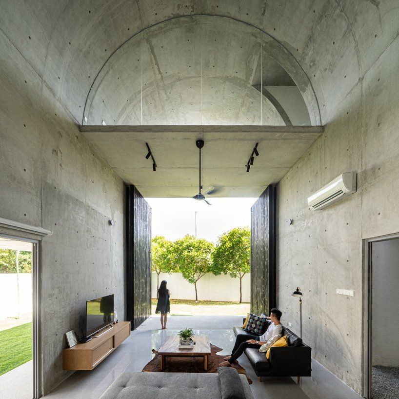 Fabian Tan Designs Bewboc House As Concrete Barrel Vault In Malaysia In 2020 Minimalism Interior Concrete Interiors Concrete House