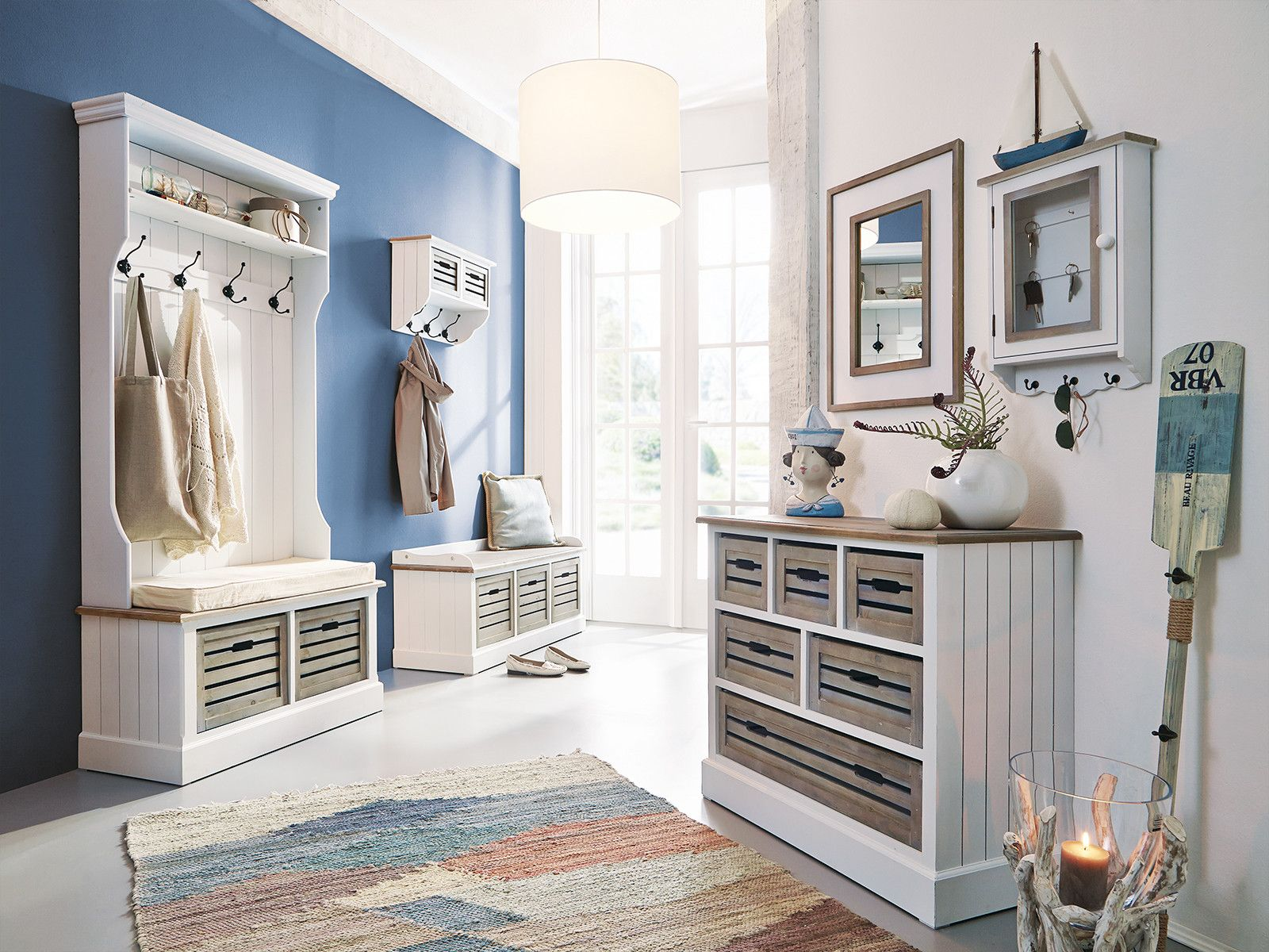 Garderobe-Russel-weiss | Garderobenwand | Pinterest | Weiss und ...