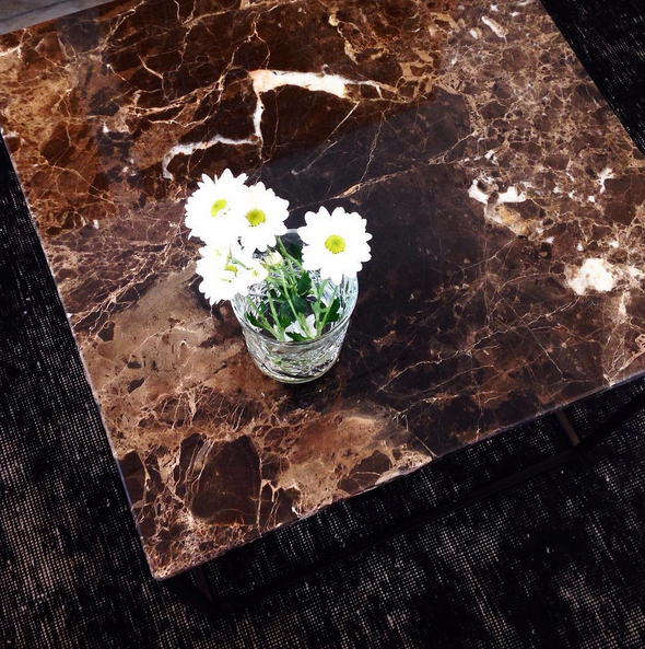Brunt marmorbord med svart stålram Marmor, bord, soffbord, svart, ram, stål, vintagematta