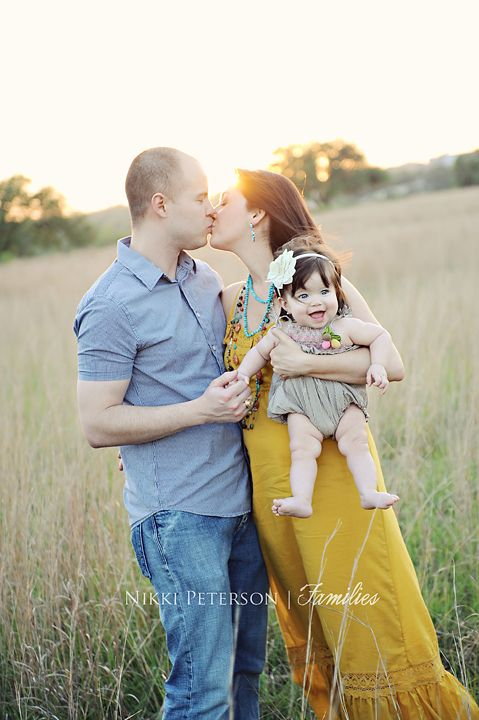Parents kiss with 1 year old i love the smile on that babys face family portraitstoddler