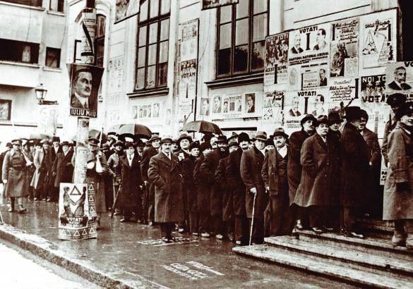 Coadă la o secție de votare din București, 1937 sursa:gettyimages.com