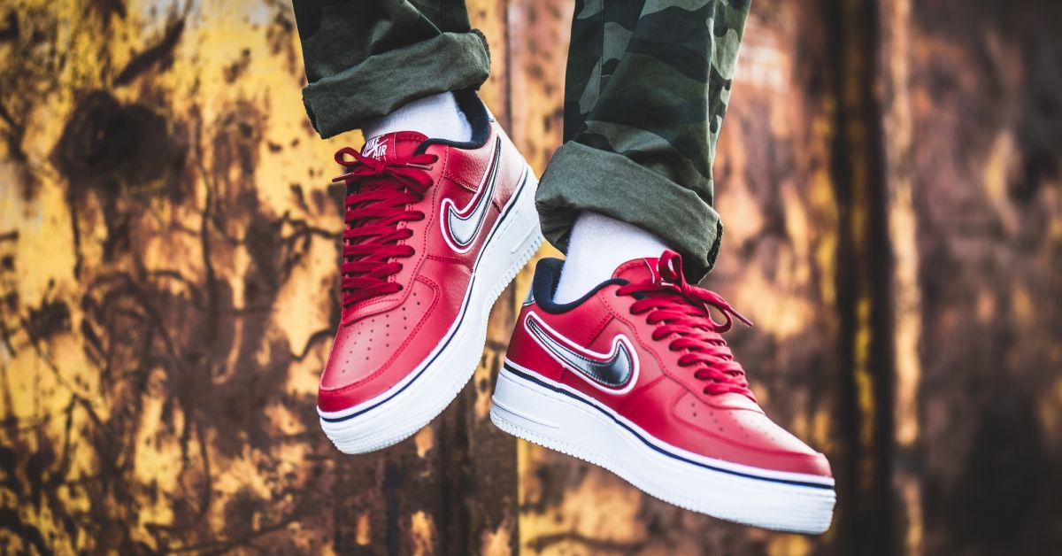 Nike Air Force 1 '07 LV8 Sport NBA (rot weiß) AJ7748 600