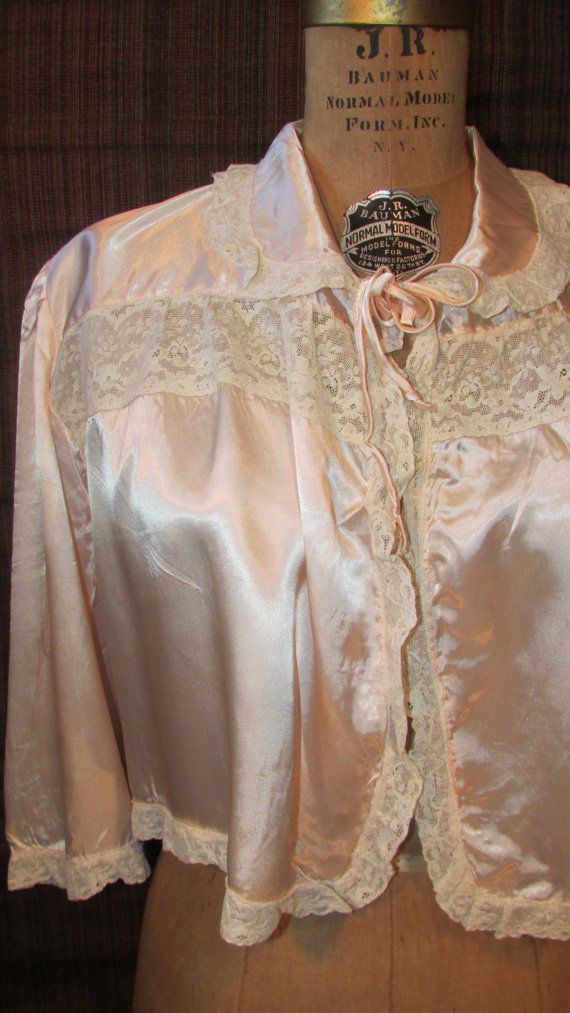 vintage 1940s bed jacket peach satin feminine lace trim 34 sleeves tie closure war years lingerie small