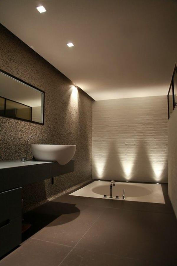 Moderne Badezimmer Beleuchtung. bad fliesen in creme und indirekte ...