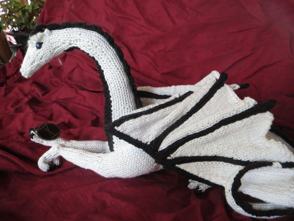 Kim Harrison\'s Knitted Dragon | Pretty things | Pinterest | Dragons ...