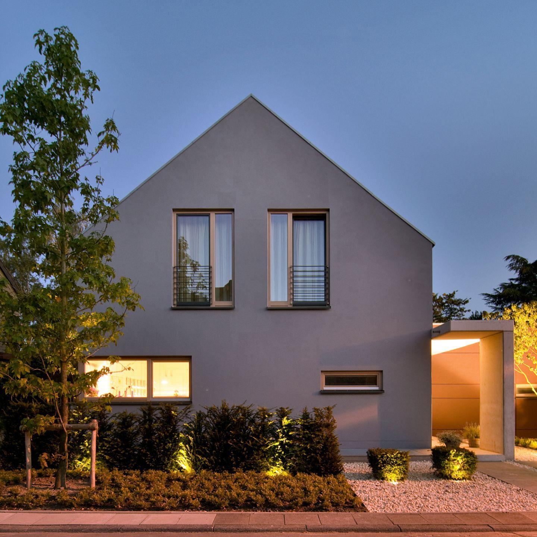 frontansicht bei nacht kleine h user pinterest haus wohnhaus und einfamilienhaus. Black Bedroom Furniture Sets. Home Design Ideas