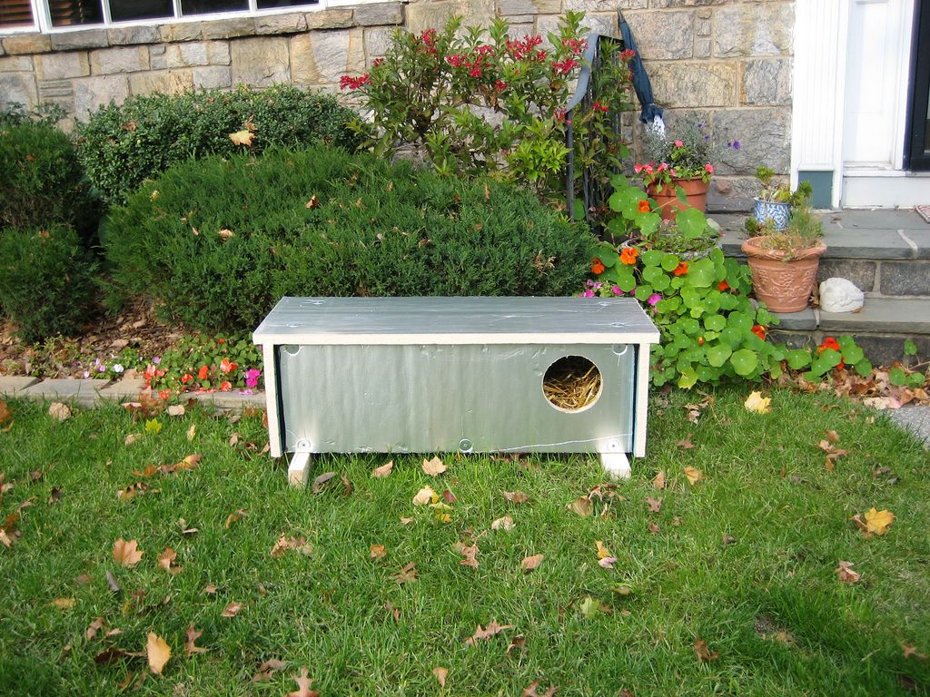 Ashot's Insulated Feral Cat Shelter Feral cat shelter