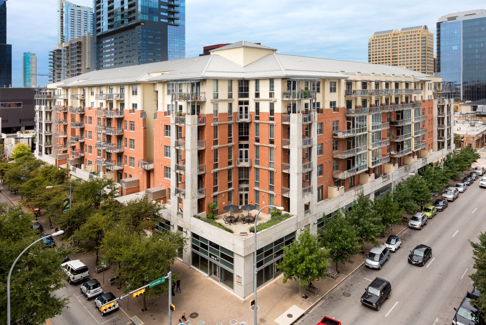 Our Austin Apartments At Amli Downtown Is Situated In The Heart Of The City S Center Austin Apartment Downtown Austin Apartments Austin Texas Apartments
