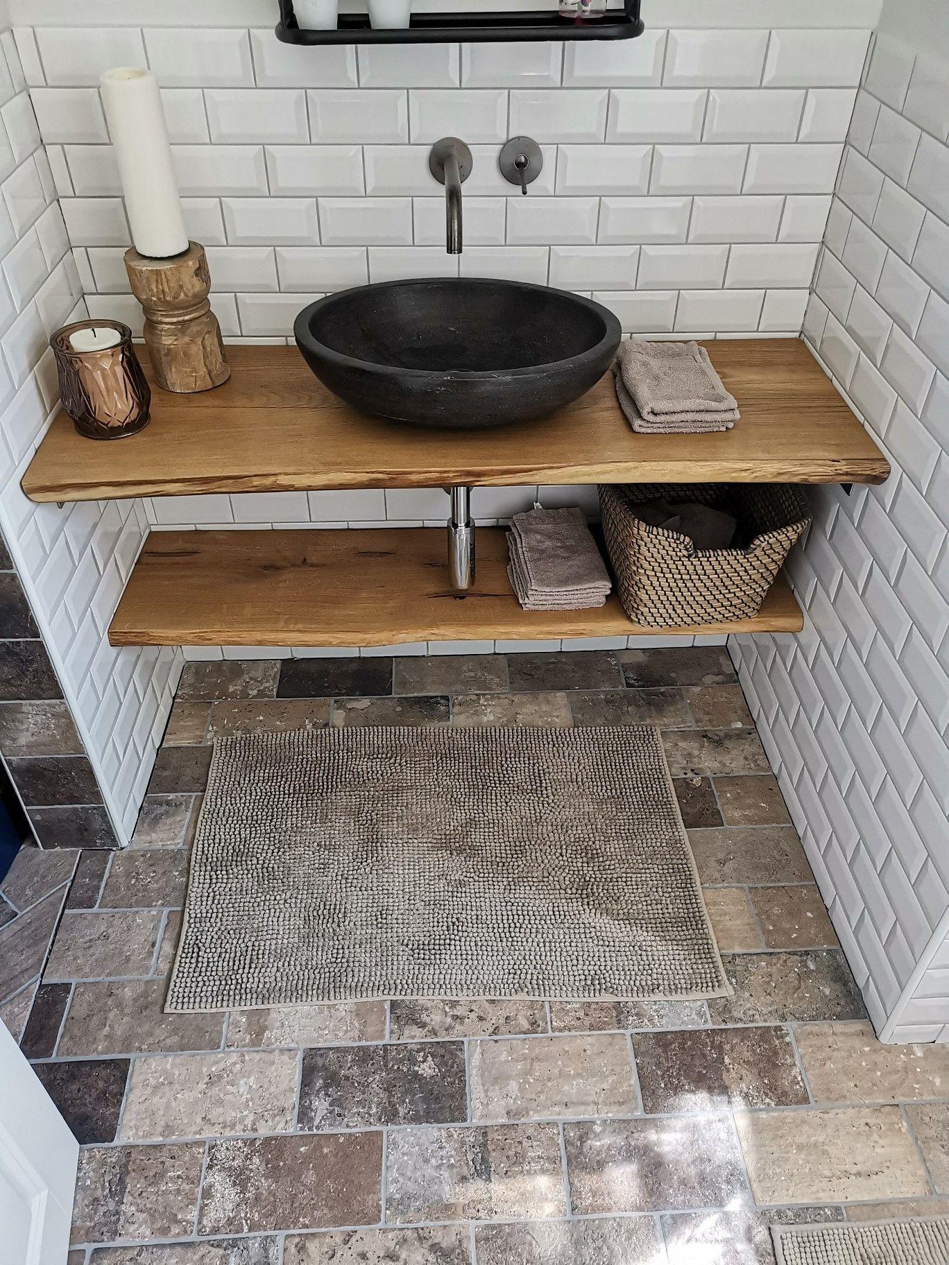 Kleines Wc Mit Waschplatz Aus Holz Und Keramik Waschschussel Kleines Wc Mit Waschplatz Aus Holz Und Ker In 2020 Waschschussel Badezimmer Unterschrank Spiegel Gaste Wc
