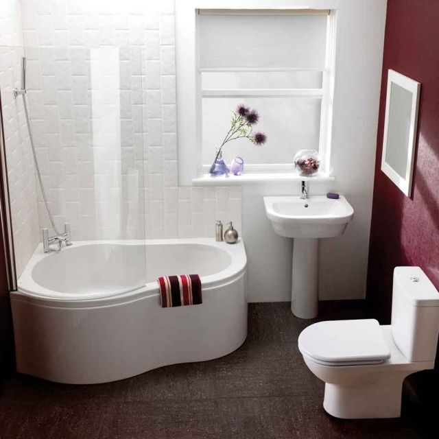 kleines bad fenster wanne dusche kombination glas abtrennung, Badezimmer