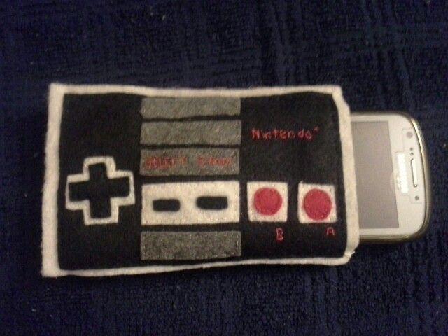 Felt cell phone case: nintendo controller