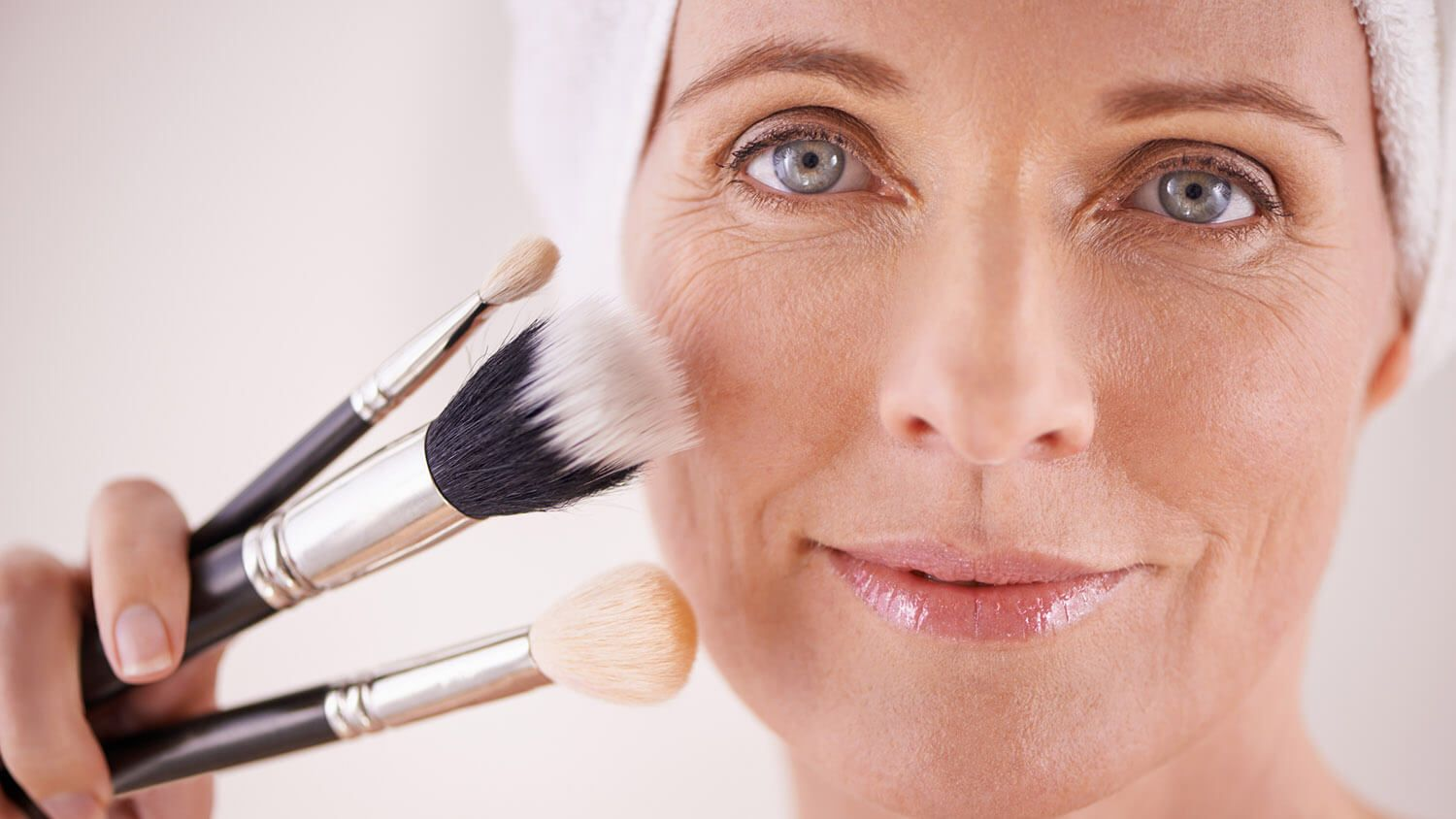 Slideshow 15 Makeup And Beauty Tips For Older Women Women S Daily Magazine Makeup Tips For Older Women Makeup For Older Women Beauty Hacks