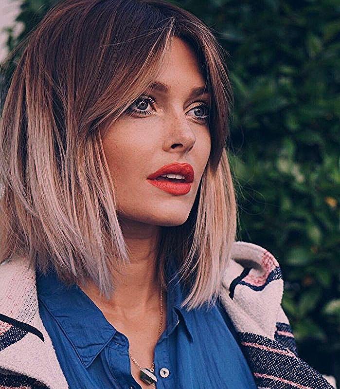 mèches blondes et racines chatain foncé et frange rideau idée de coiffure carré tendance ét ...