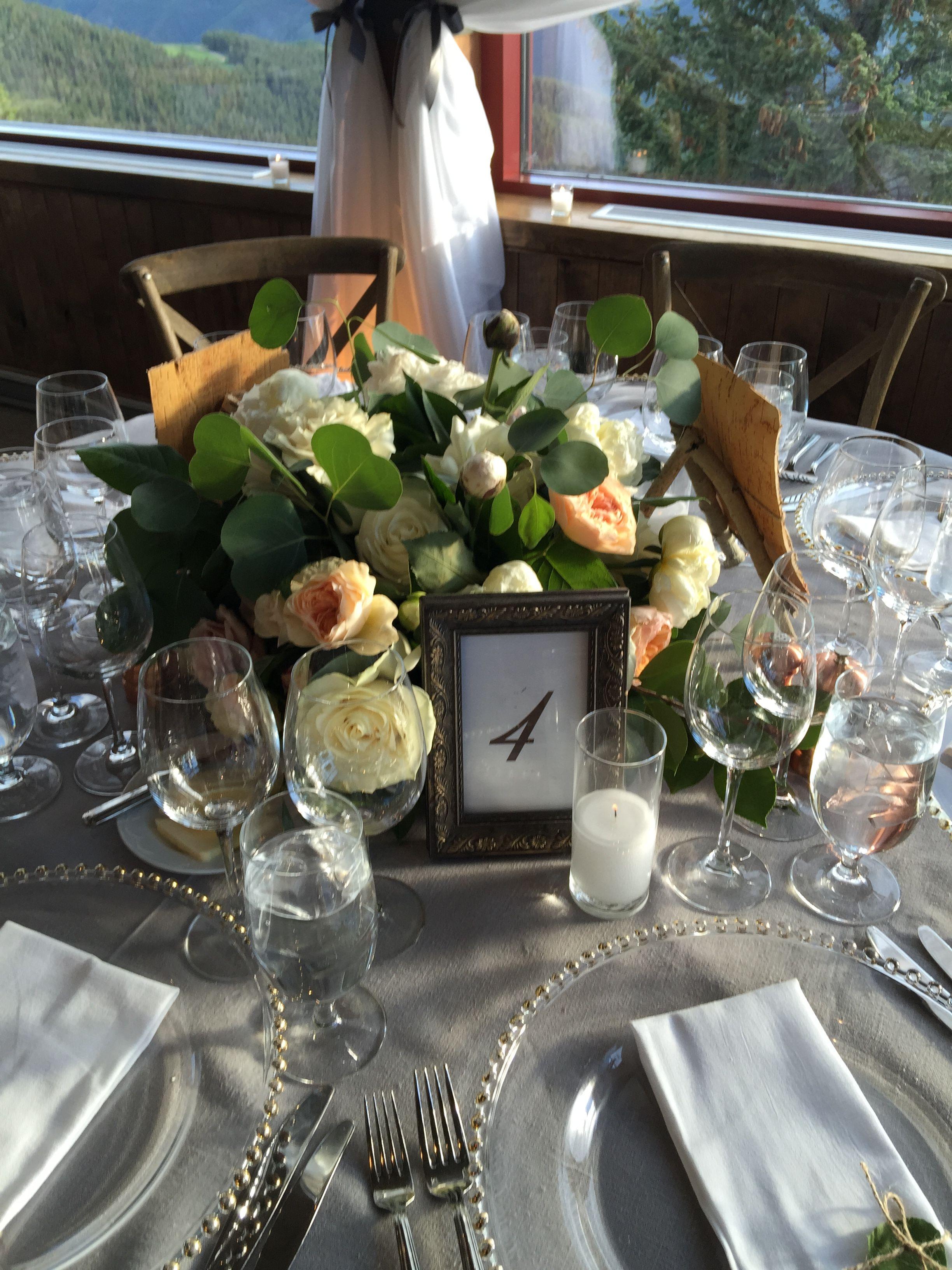 A peachy keen centerpiece for a romantic wedding! #aspenmountain #aspenwedding #mountainwedding
