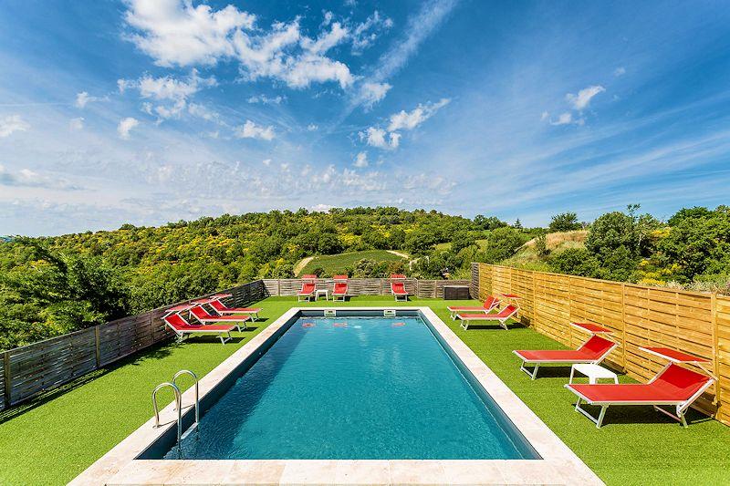 Location de vacances pour 4 personnes avec piscine chauffée et SPA à - location vacances provence avec piscine