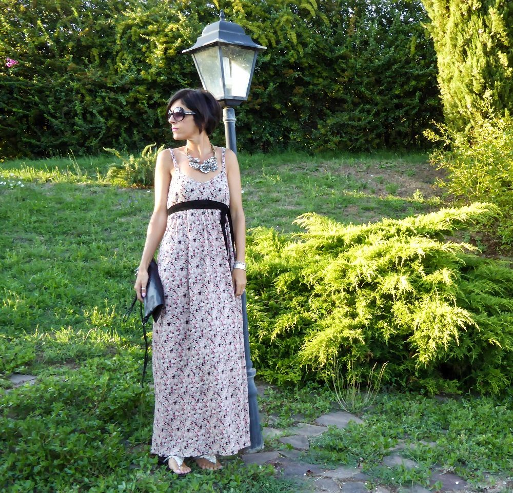 Floral dress and vintage necklace by Happiness Boutique