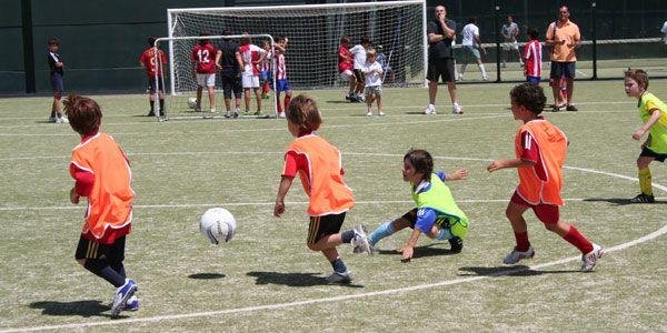 #Kids - #Niños jugando a fútbol - @RBKSportsClub