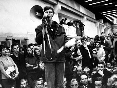 Öffentliche Ankündigungen durch das Megafone standen an der Tagesordnung bei öffentlichen Versammlungen.