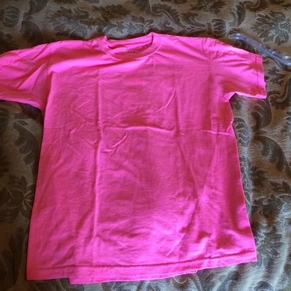 Tee shirt Hot pink tee shirt, never worn Gildan Tops Tees - Short Sleeve