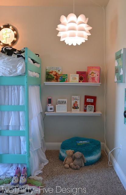 Smart idea to create a reading niche in a child's bedroom—wonderful little space❣