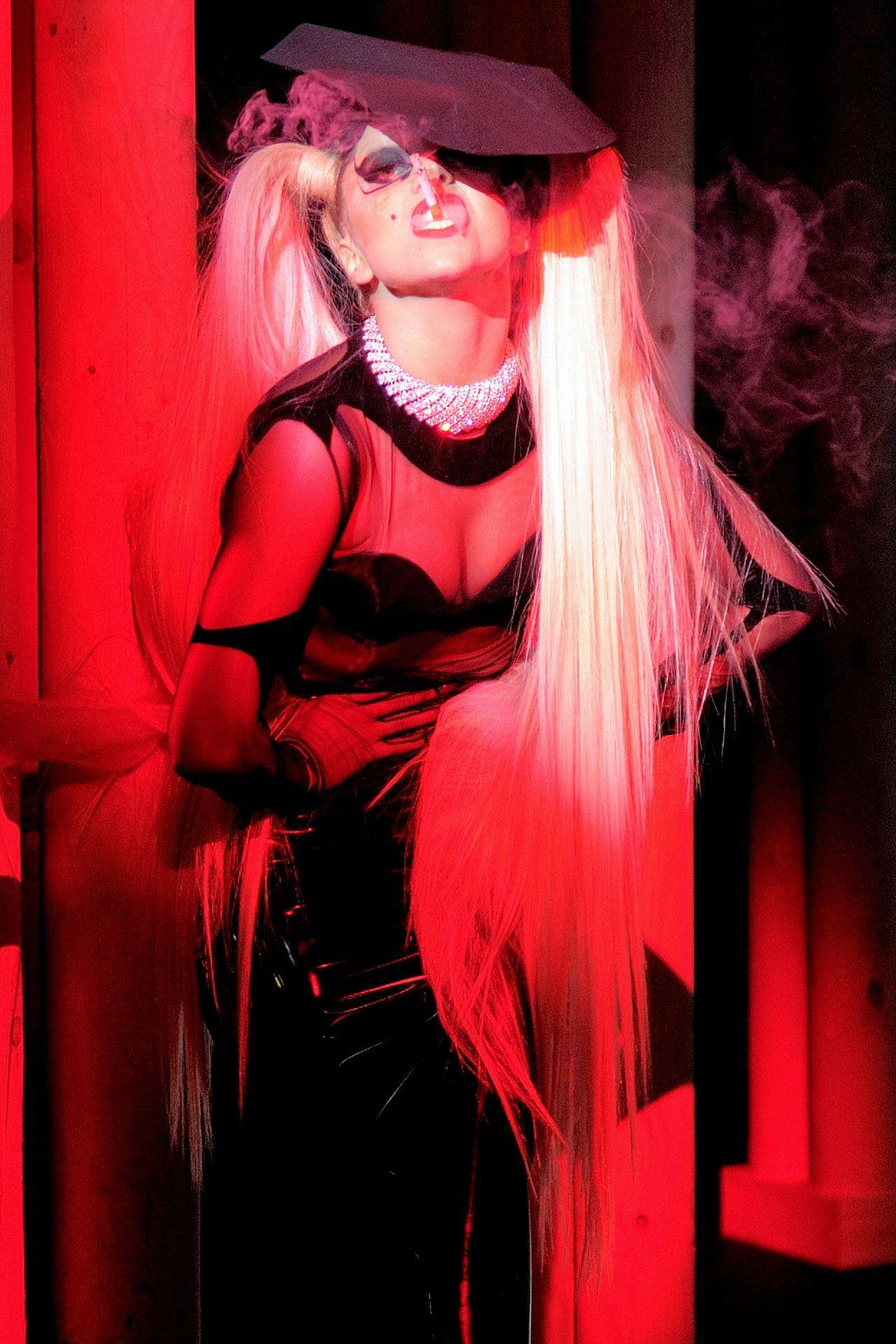 Lady Gaga rocks the Thierry Mugler runway forecast