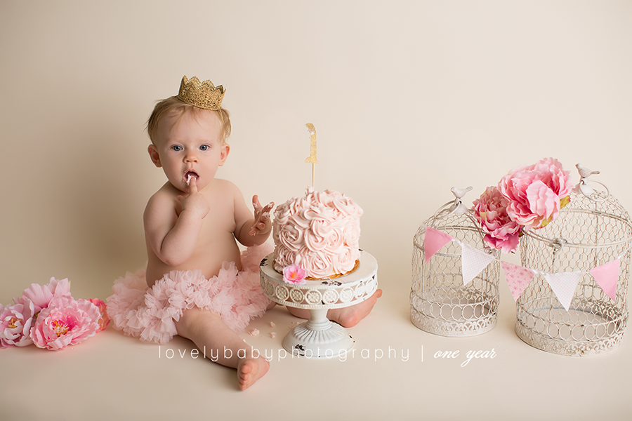 Lovely baby photography pink and cream feminine cake smash for a girl