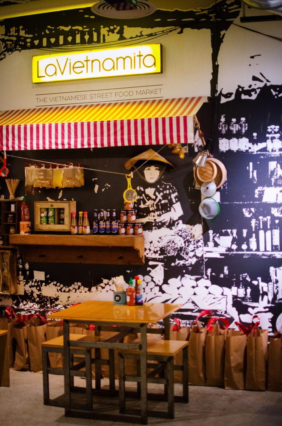 La Vietnamita Sant Antoni Best Vietnamese Restaurant In Barcelona Vietnamese Restaurant Vietnamese Street Food Street Food Market