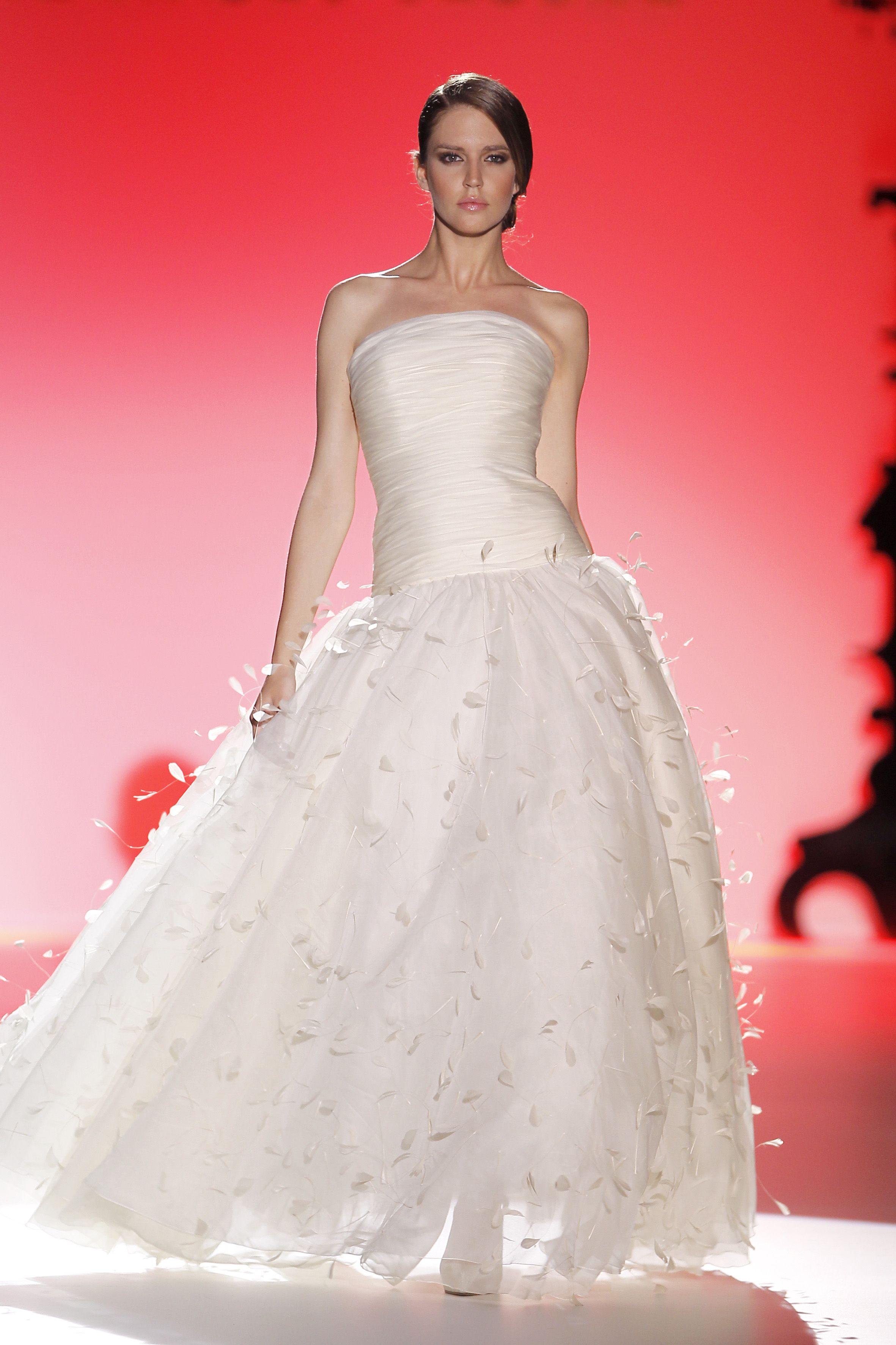 Barcelona bridal week. Diseño: Hannibal Laguna | Clothing, Jewelry ...