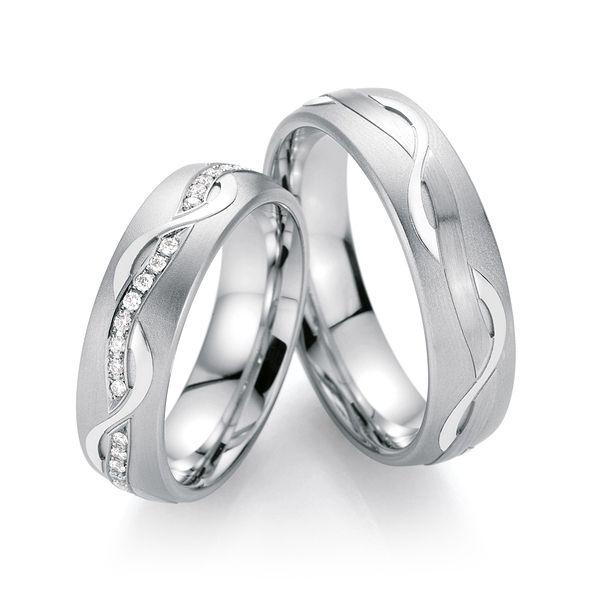 Schöne Design Trauringe mit tollen Oberflächen von | Couple