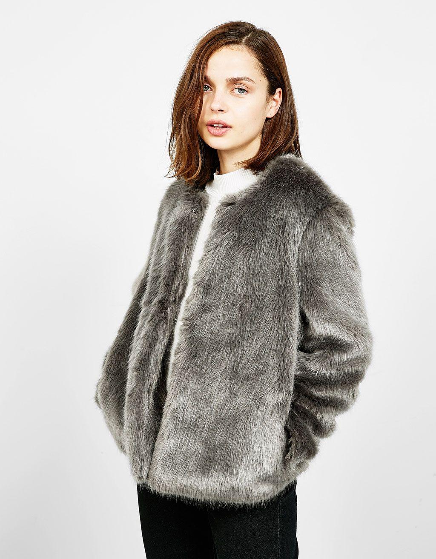 Abrigo pelo blanco bershka