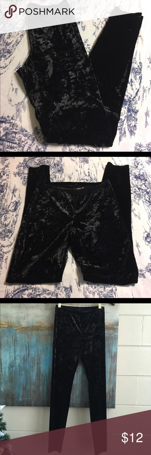 Vera Wang Velvet Leggings Size Small Super cute Simply Vera Vera Wang velvet leggings with elastic banded waist. Size Small. Color Black. Material Poly/Spandex. Measurements waist: 11.5, inseam: 30, rise: 7. Vera Wang Pants Leggings