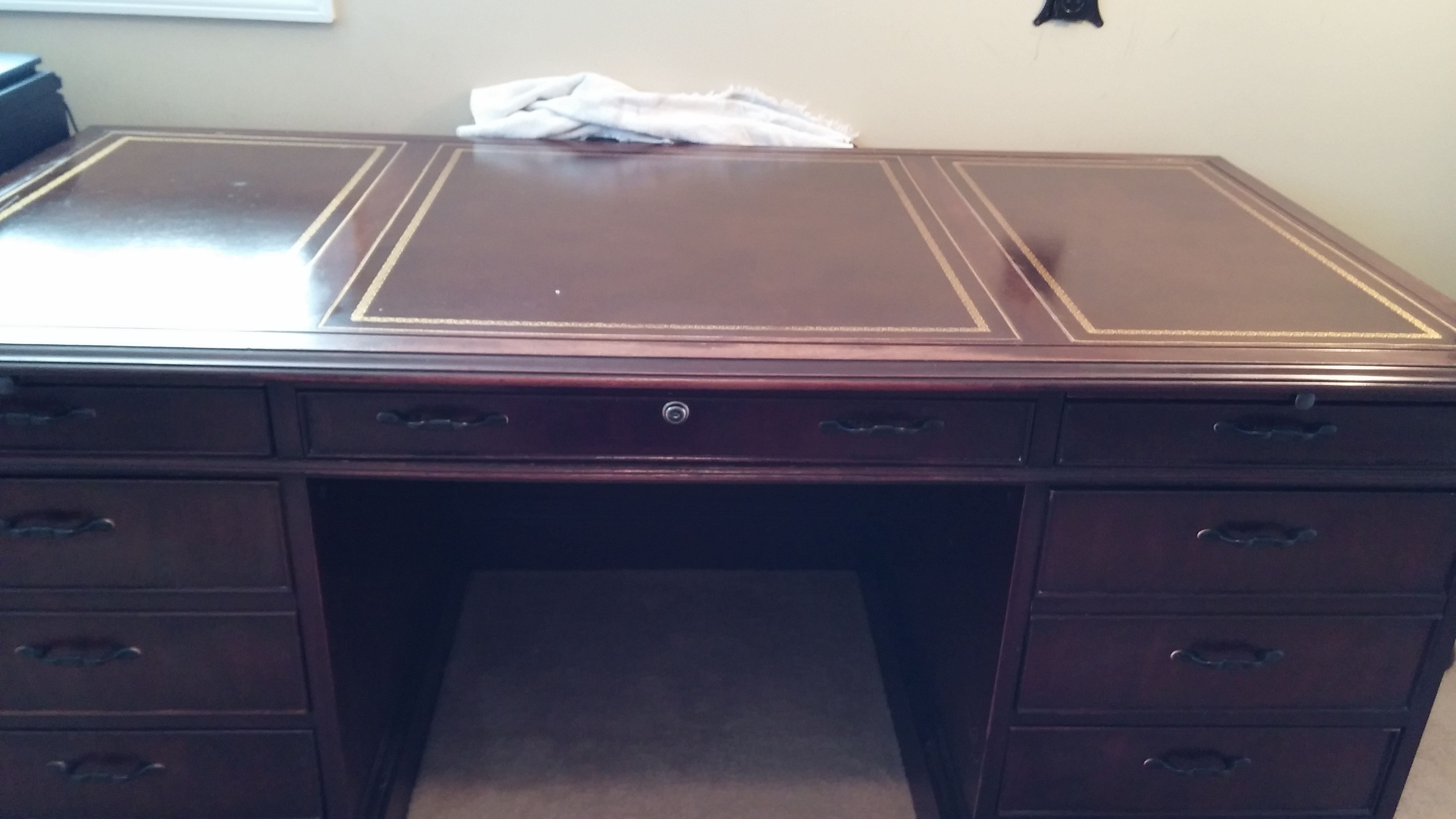 Sligh Furniture Executive Desk Over 4000 New For 890